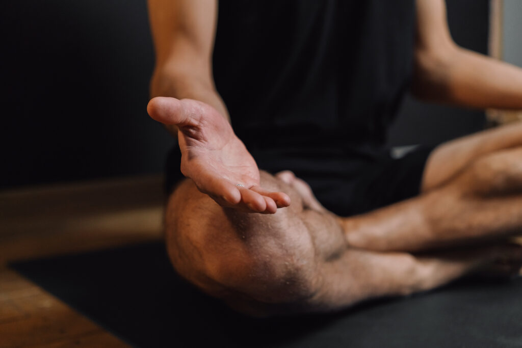 Comment  soulager le mal de dos avec le Kungduyoga?